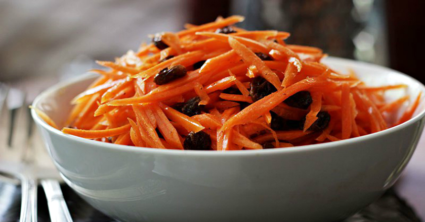 Салат з моркви з родзинками подивитися рецепт