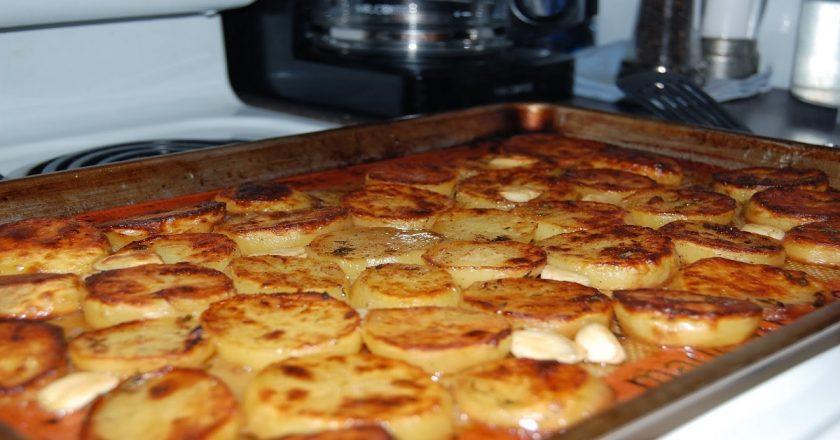 Картопля з маслом подивитися рецепт
