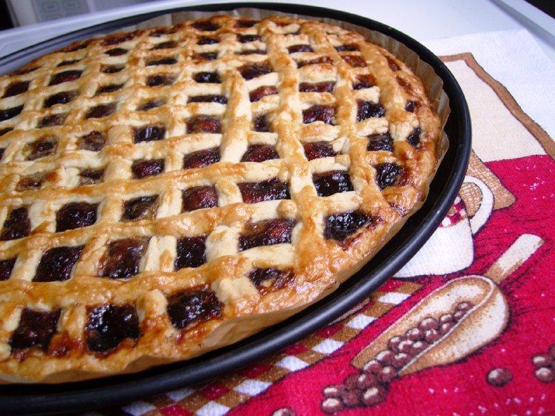 Пиріг зі смородиновим варенням