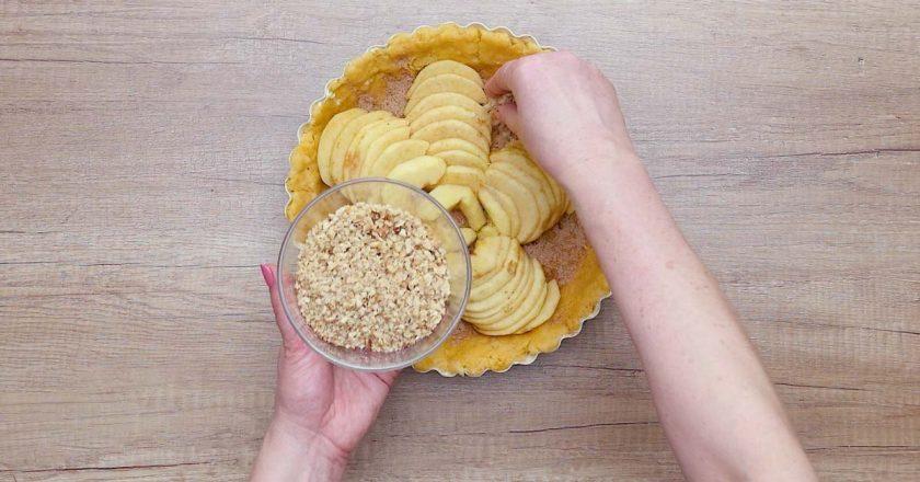 Яблучно-горіховий пиріг подивитися рецепт