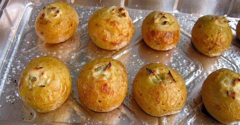 Картопля з сиром в духовці подивитися рецепт
