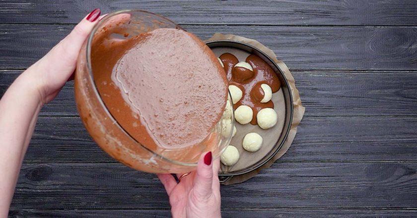 Шоколадний кекс з сирними кульками подивитися рецепт
