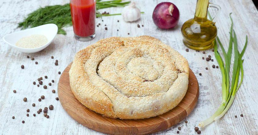 Пиріг-равлик з бринзою і шпинатом подивитися рецепт