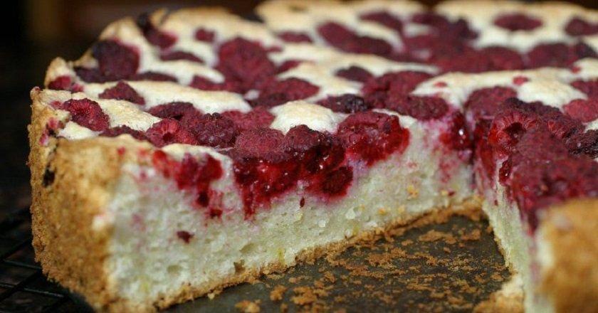 Пиріг з сиром та ягодами