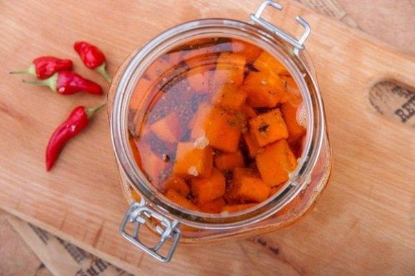 Гостра морква в маслі