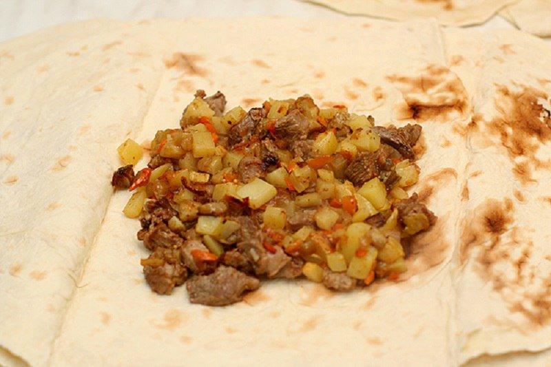 Мясо в лаваші
