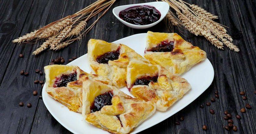 Конвертики з варенням як приготувати, покрокові рецепти від «Це Смак»