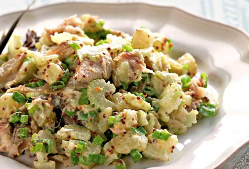 Салат зі скумбрії з картоплею
