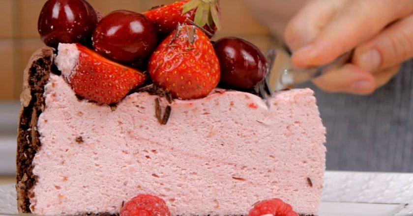 Торт з фруктами і ягодами подивитися рецепт