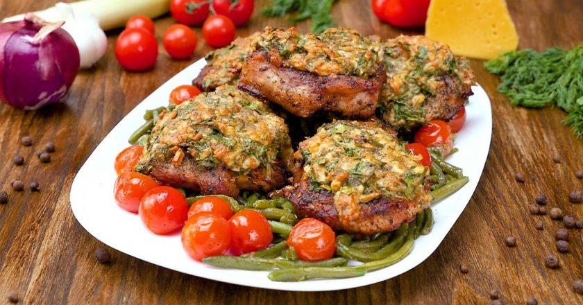 Свинина, запечена з сиром і зеленню подивитися рецепт