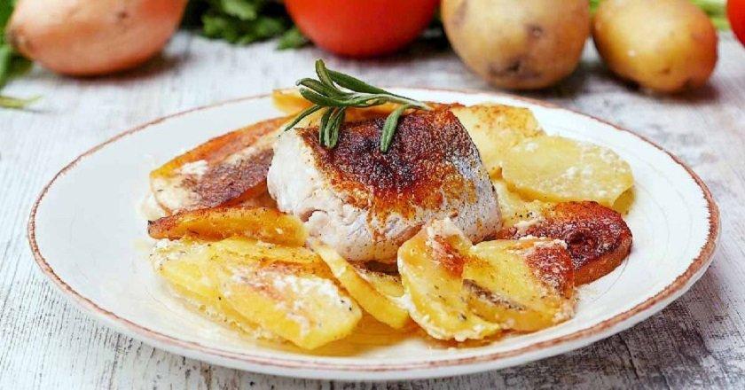 Риба з картоплею в духовці подивитися рецепт