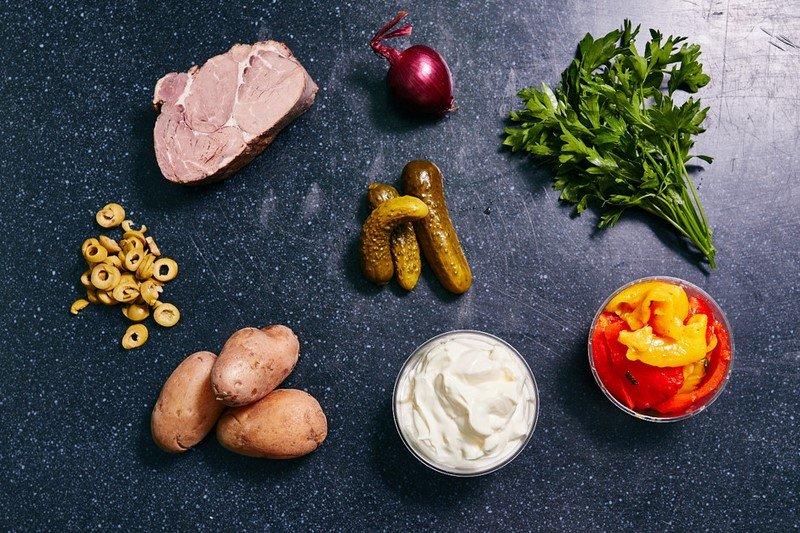 Салат з яловичиною і печеним перцем