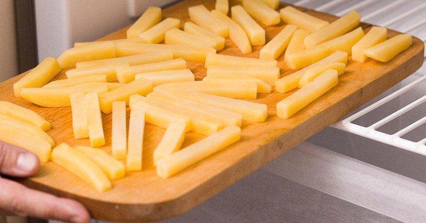 Салат зі смаженою картоплею подивитися рецепт
