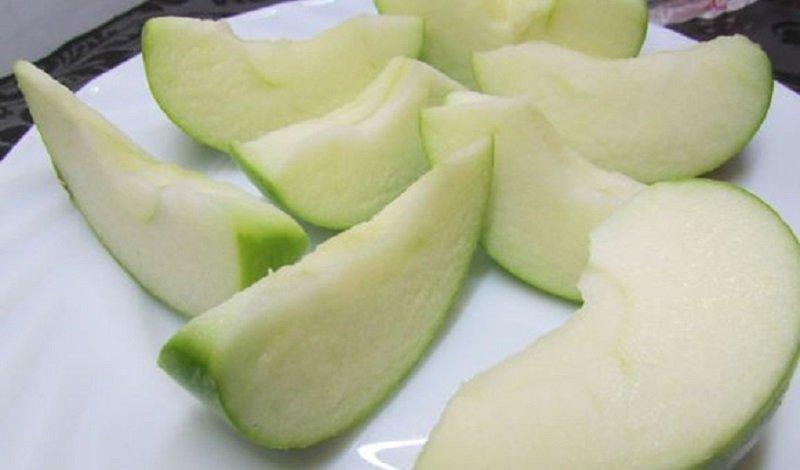 Капуста з яблуками