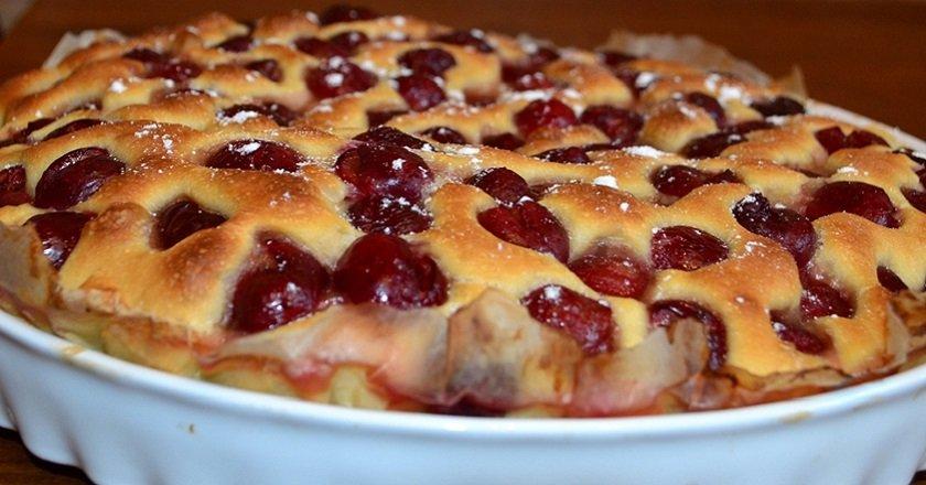 Пиріг з черешнею