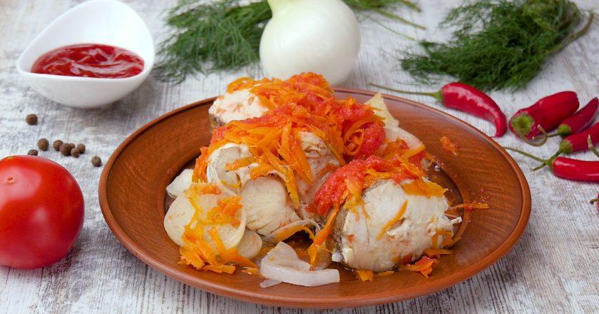 Риба, тушкована в томатному соусі подивитися рецепт