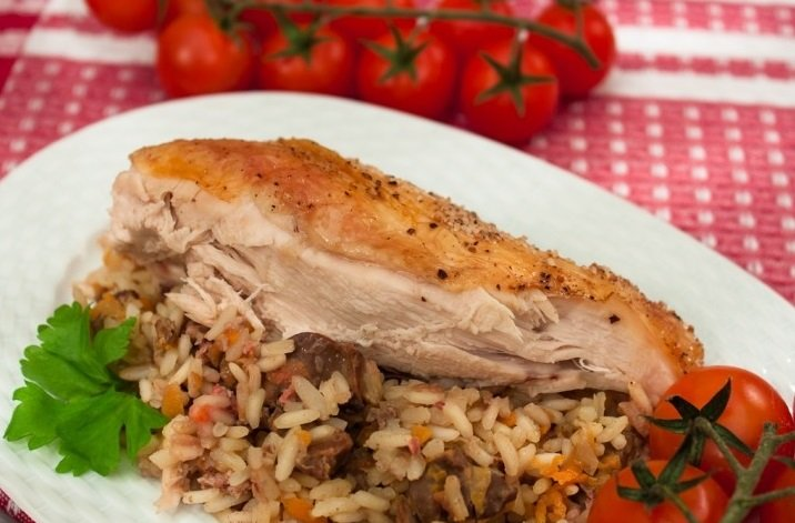 Курка, фарширована рисом