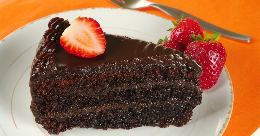 Шоколадний пиріг з полуницею подивитися рецепт