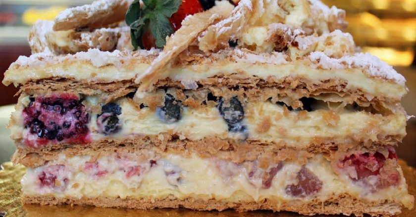 Торт зі смородиною подивитися рецепт