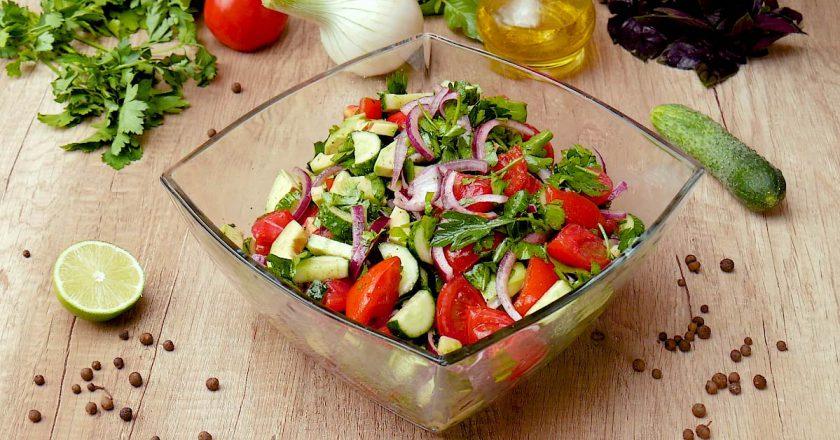 Овочевий салат з авокадо подивитися рецепт