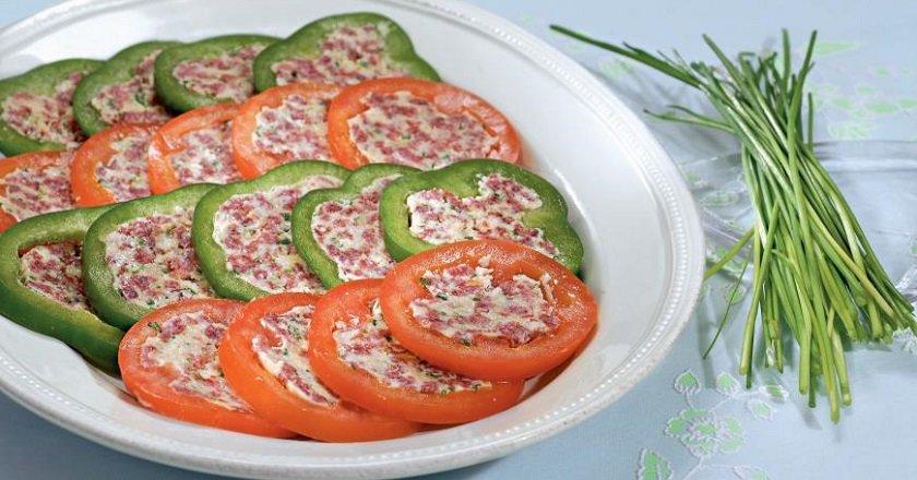 Фарширований перець і помідори