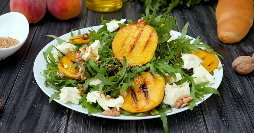 Салат з персиків подивитися рецепт