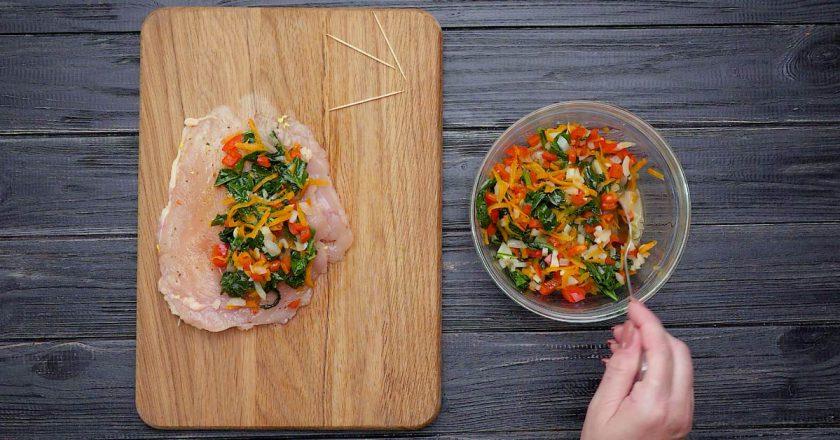 Фарширована куряча грудка з овочами подивитися рецепт