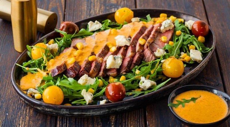 Салат зі стейком