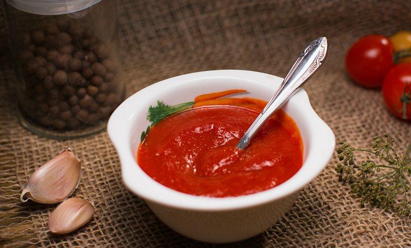 Домашній кетчуп з томатної пасти