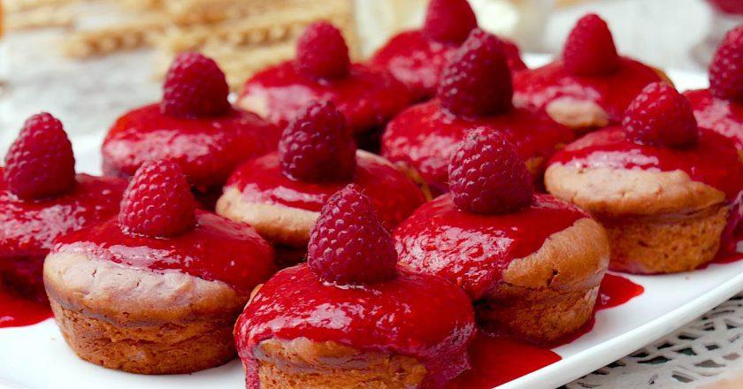 Як спекти малинові кекси подивитися рецепт
