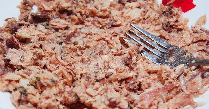 Рибний салат в їстівних кошиках подивитися рецепт