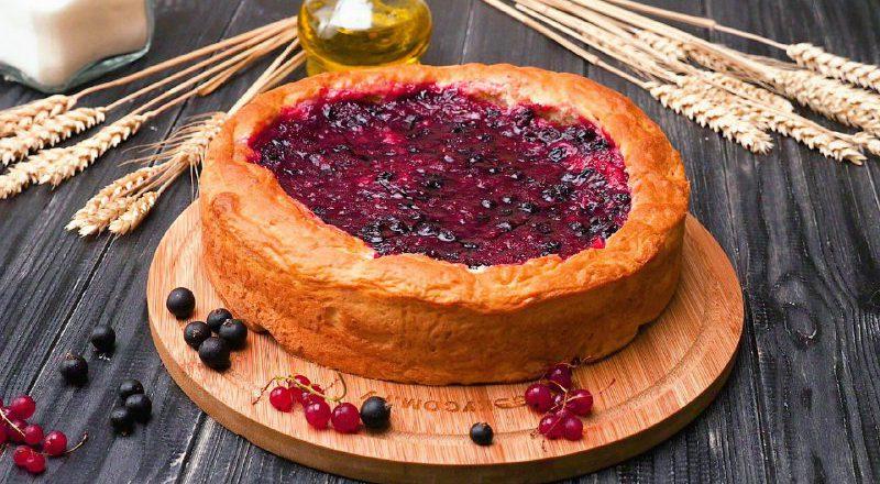 Як приготувати пиріг з чорною і червоною смородиною подивитися рецепт