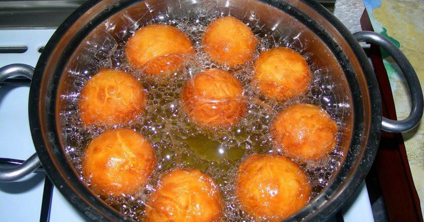 Пончики з яблуками подивитися рецепт