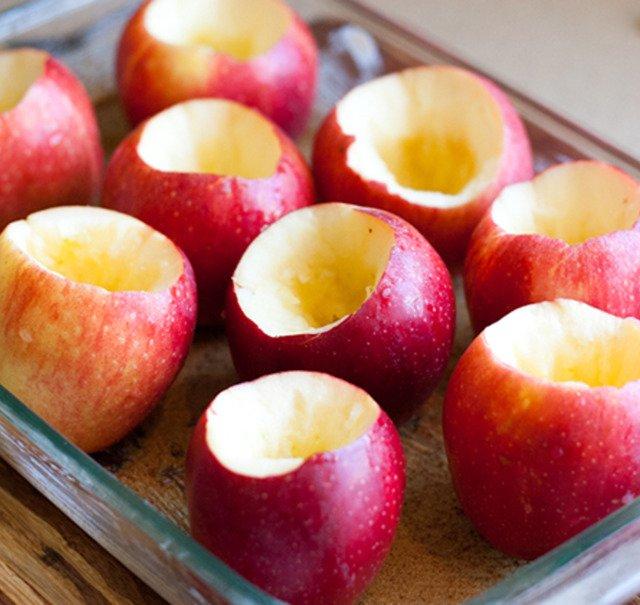 Яблука з медом і родзинками
