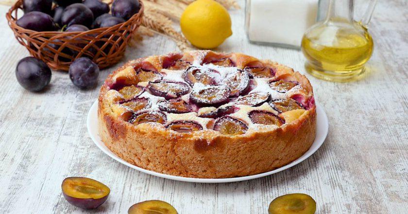 Як приготувати пиріг зі сливами подивитися рецепт