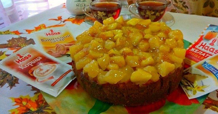 Пиріг з карамелізованими яблуками подивитися рецепт