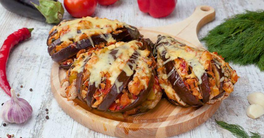 Як запекти баклажани з куркою і овочами подивитися рецепт