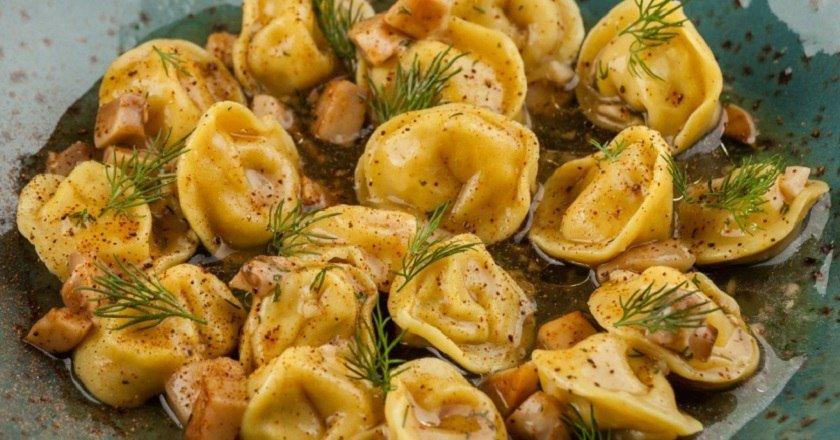 Грибні пельмені як приготувати, покрокові рецепти від «Це Смак»