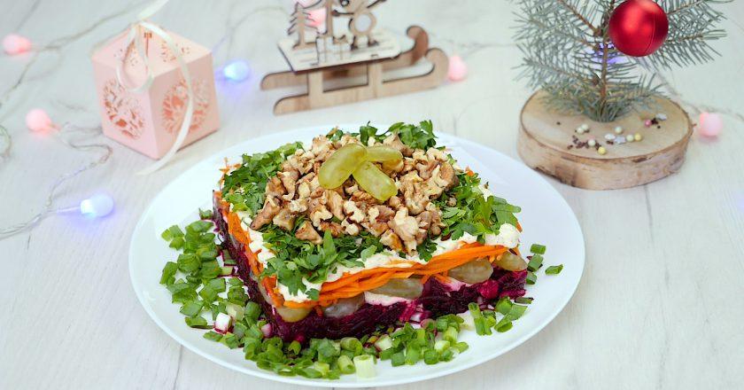 Як приготувати салат з виноградом і горіхами подивитися рецепт