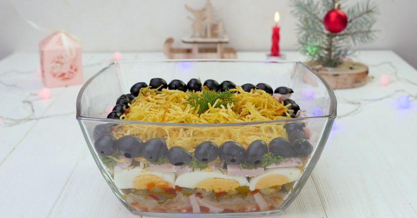 Як приготувати салат з м'ясом і огірками подивитися рецепт