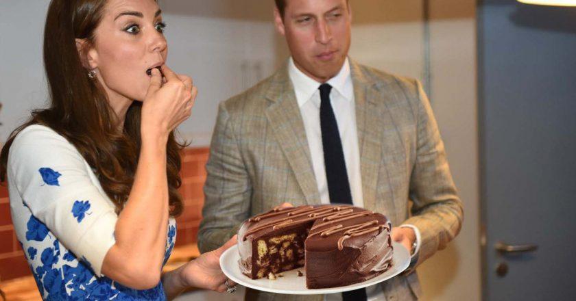 Простий шоколадний торт подивитися рецепт