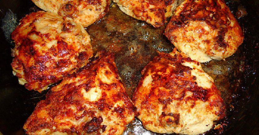 Курячі стегенця на сковороді подивитися рецепт
