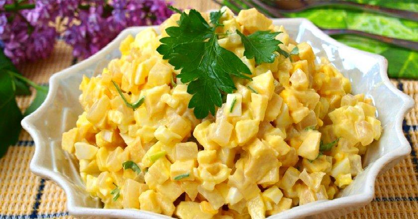 Салат з кальмарів з яблуком і кукурудзою як приготувати, покрокові рецепти від «Це Смак»