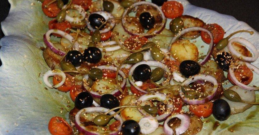 Теплий картопляний салат подивитися рецепт