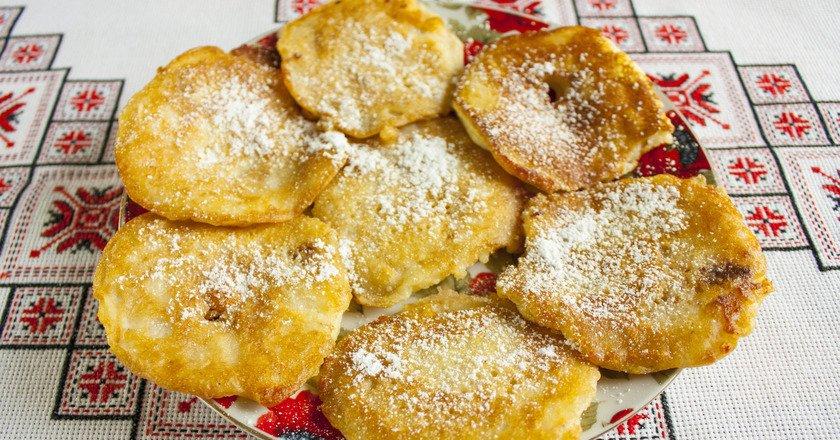 Яблука в клярі на кефірі як приготувати, покрокові рецепти від «Це Смак»