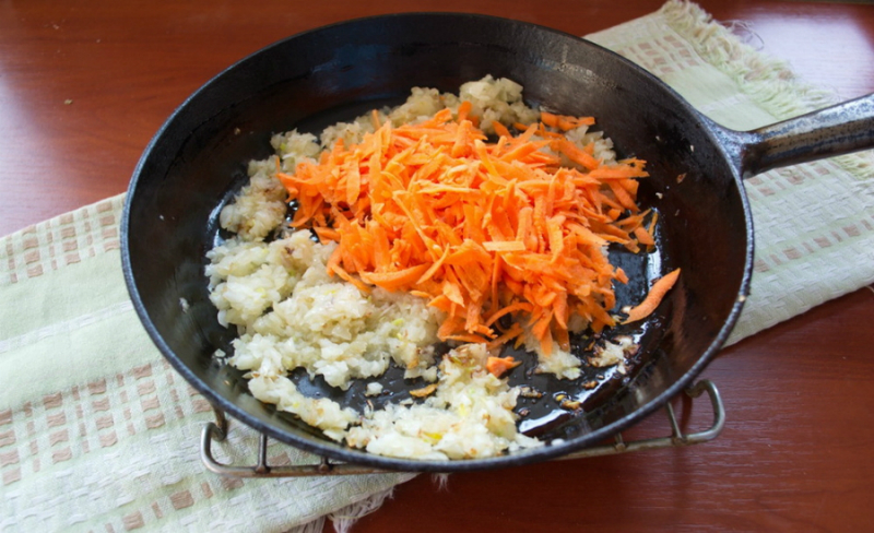 Запіканка з рису з баклажанами