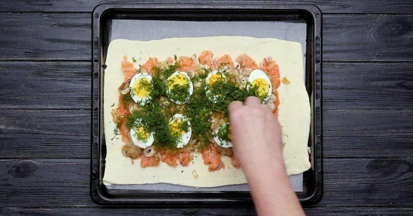 Як приготувати пиріг з червоною рибою подивитися рецепт