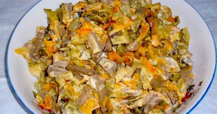 Салат з курячою печінкою і огірками подивитися рецепт