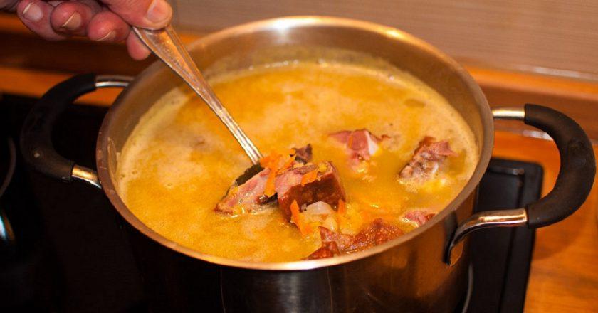 Класичний гороховий суп з копченостями подивитися рецепт