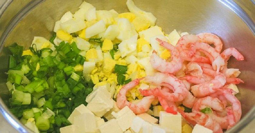 Салат з огірком і креветками подивитися рецепт